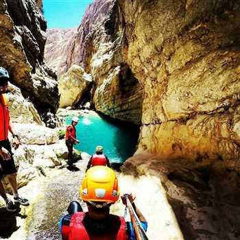 اجرای تور کوهنوردی دره تنگ رغز شهرستان داراب